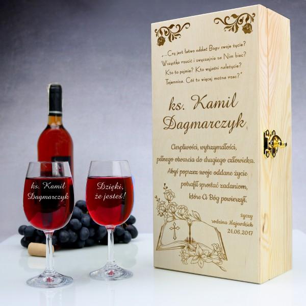 skrzynka na wino z dwoma kieliszkami dla księdza
