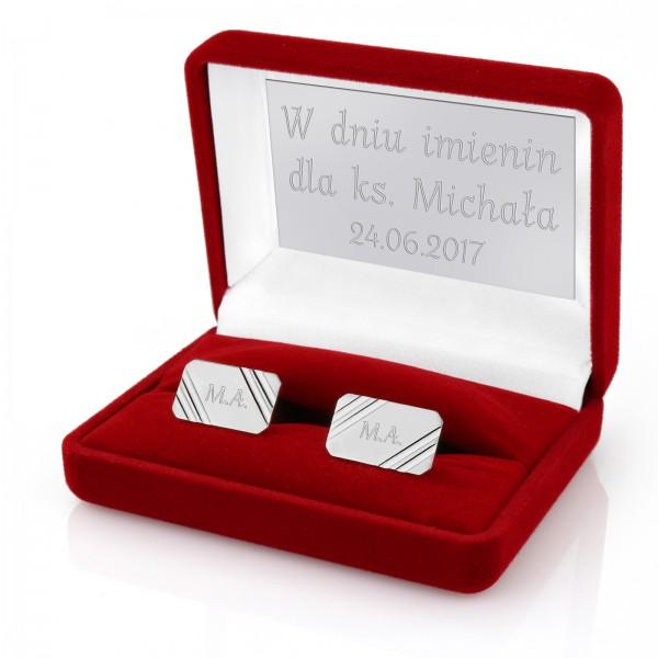 spersonalizowane srebrne spinki w etui z grawerem dla księdza