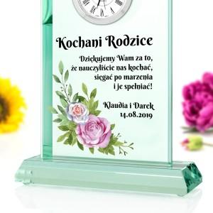 szklana statuetka z zegarem na podziękowania dla rodziców