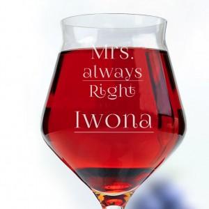 grawerowany kieliszek do wina na prezent ślubny