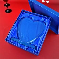 szklane trofeum w kształcie serca z grawerem dedykacji