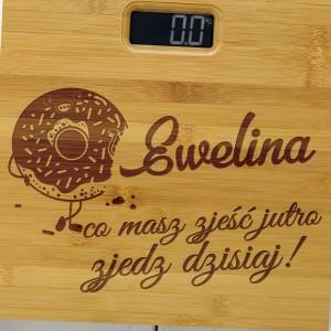 personalizowana waga łazienkowa z bambusa