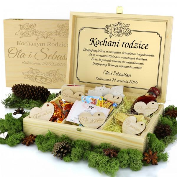 grawerowane drewniane pudełko z przegródkami