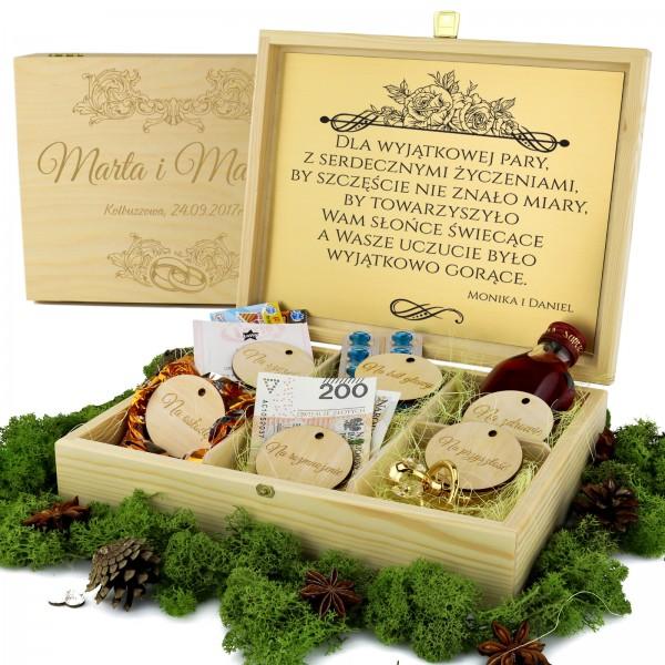 personalizowane pudełko z przegródkami na upominki dla nowożeńców