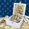 kompas w drewnianym pudełku na prezent na rocznicę