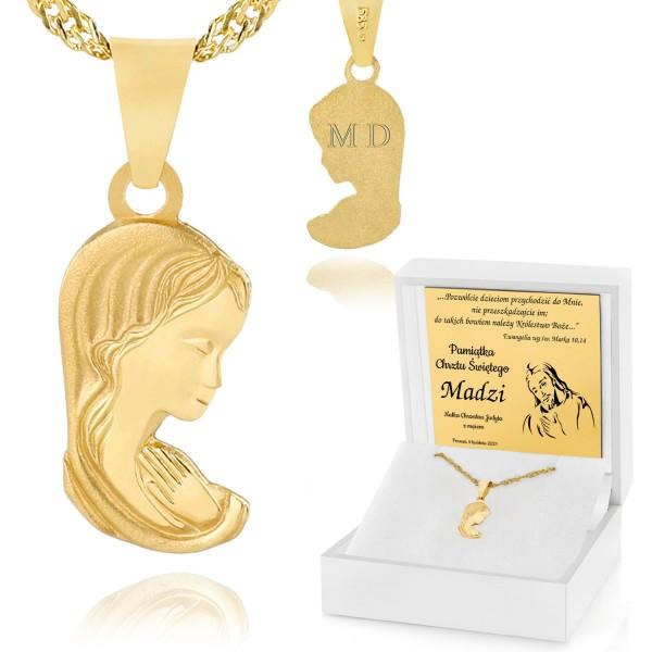 złoty medalik z grawerem na chrzest