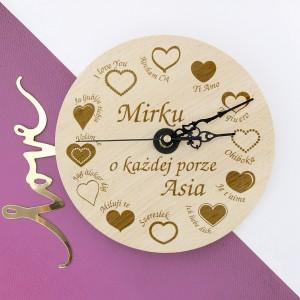 zegar z personalizacją na prezent dla zakochanych
