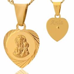 złoty medalik w kształcie serca z grawerem imienia na rewersie