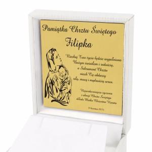 grawer na złotej tabliczce w białym prezentowym etui