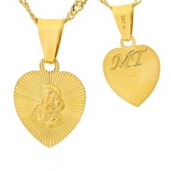 złoty medalik z grawerem inicjałów na chrzest