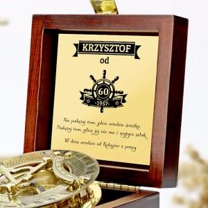 grawerowany kompas na prezent z okazji 60 urodzin w szkatułce