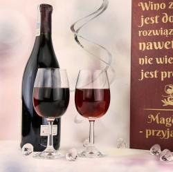 skrzynka na wino z kieliszkami i grawerem na upominek dla niej
