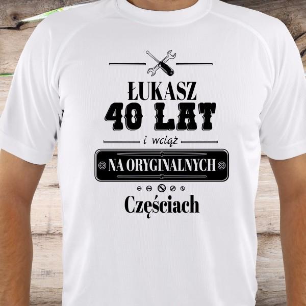 ae09e85fb9a052 Koszulka na prezent na 40 urodziny Wciąż na Oryginalnych Częściach