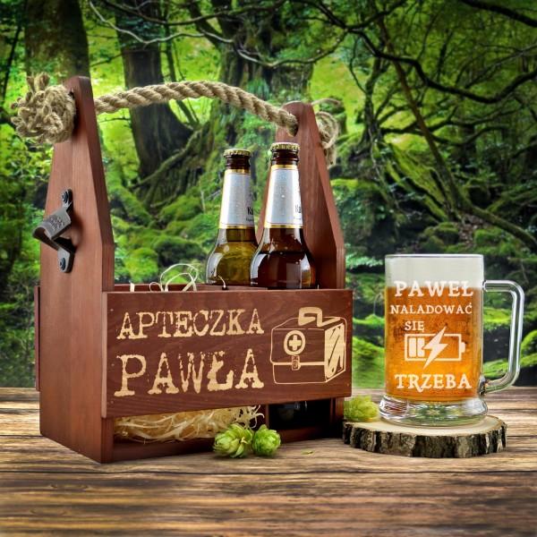 drewniana skrzynka na piwo i kufel z grawerem na prezent na urodziny