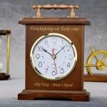 spersonalizowany zegar kominkowy z grawerem na prezent z okazji urodzin