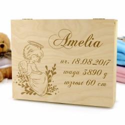 drewniane pudełko wspomnień  z personalizacją na prezent na chrzest