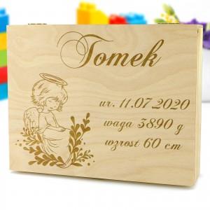 drewniane pudełko z personalizacją na chrzest