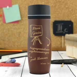 brązowy kubek termiczny na prezent dla nauczyciela