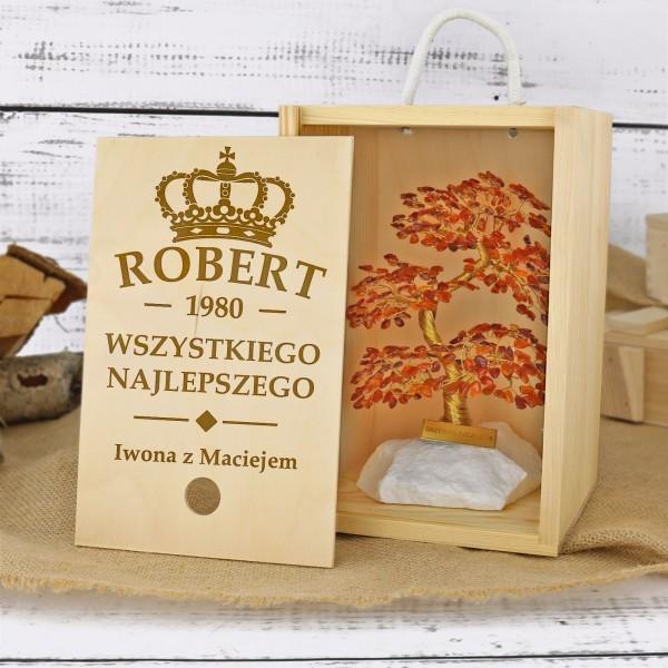 personalizowane drzewko szczęścia w drewnianej skrzyni na prezent