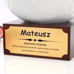 piłka na podstawce na prezent dla piłkarza na święta