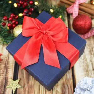 pudełko prezentowe z kokardką