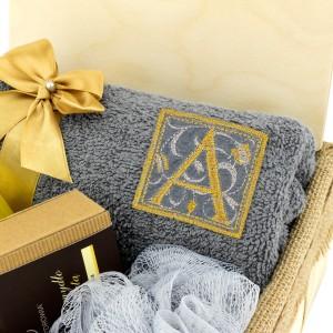 haftowany ręcznik z imieniem na prezent