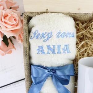 kubek i ręcznik z haftem na prezent dla żony