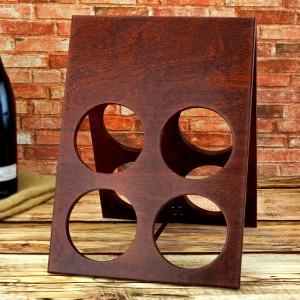 drewniany stojak na wino z personalizacją