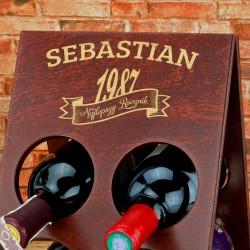 grawerowany stojak na wino na prezent