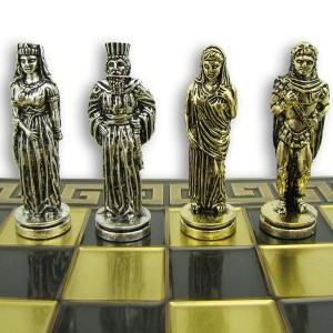figury z mosiądzu i deska szachowa z grawerem na prezent