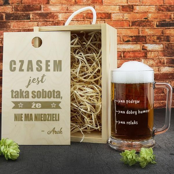 kufel na piwo w drewnianej skrzynce z personalizacją
