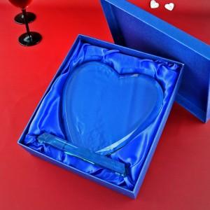 szklana statuetka z grawerem dedykacji na prezent z okazji rocznicy ślubu