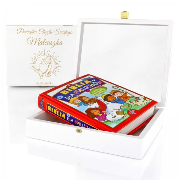 prezent dla dziecka na chrzest święty od matki chrzestnej biblia w szkatułce z grawerem