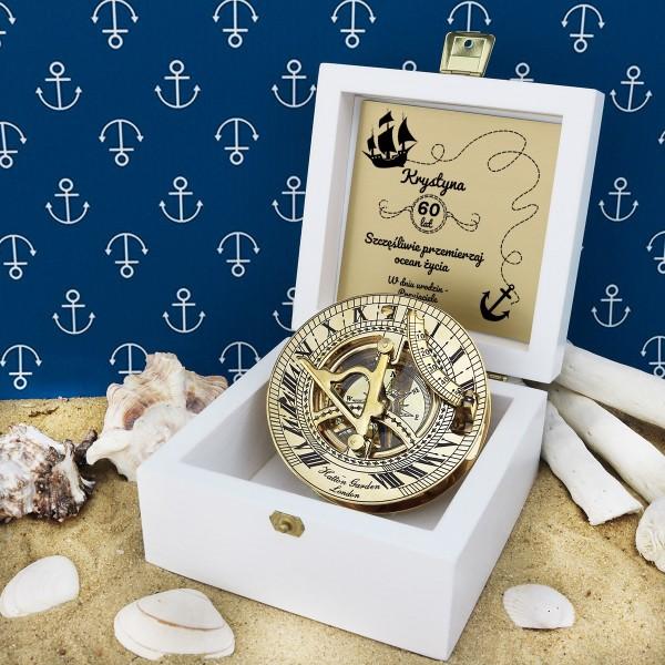 kompas w szkatułce z grawerem na prezent na 60 urodziny
