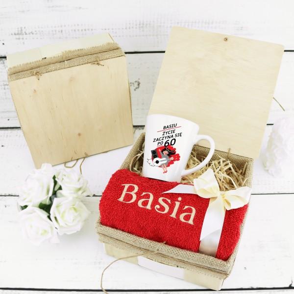 zestaw kubek i ręcznik z personalizacją na prezent urodzinowy