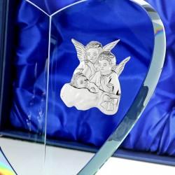 grawerowana statuetka ze srebrnym emblematem na prezent na chrzest