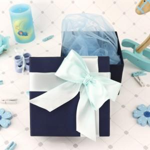 eleganckie pudełko na prezent na chrzest