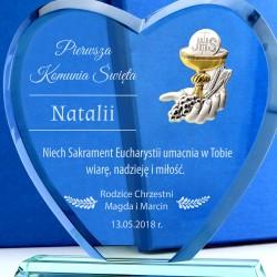 szklana statuetka serce z grawerem na pamiątkę komunii dla dziewczynki