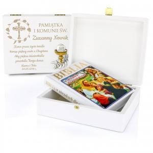 biblia w szkatułce z grawerem prezent na komunię dla dziewczynki