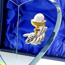 prezent na komunię dla chłopca szklana statuetka z kielichem