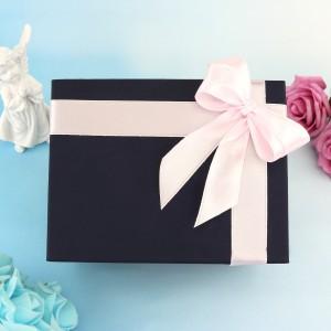 pudełko na prezent na chrzest z różową wstążką