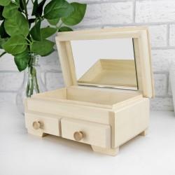 drewniany kuferek na biżuterię z grawerem imienia