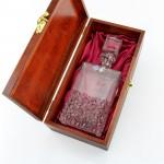 kryształowa karafka w pudełku z grawerem na prezent dla niej