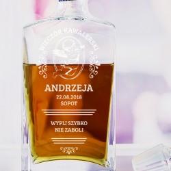grawerowana karafka do whisky na prezent na wieczór kawalerski