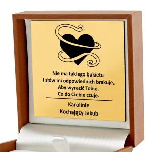 pomysł na prezent dla dziewczyny naszyjnik w pudełku biżuteryjnym z grawerem