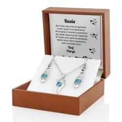 biżuteria w pudełku z dedykacją na prezent dla niej