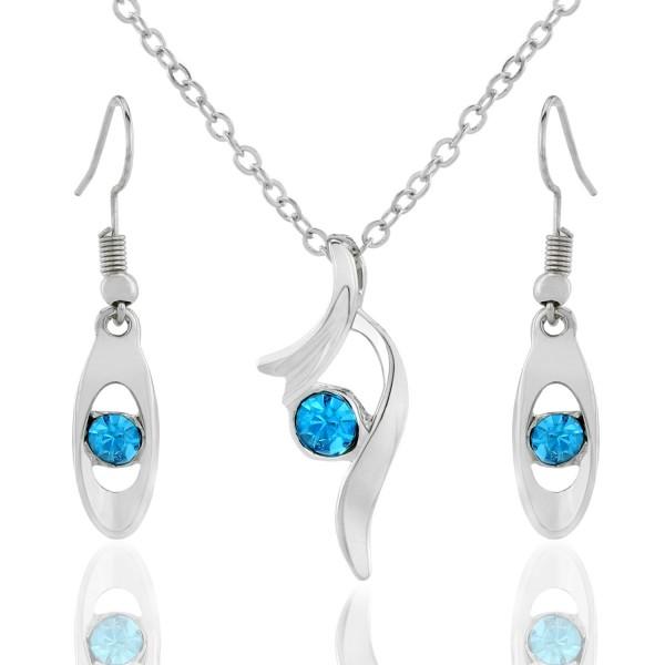 kolczyki i naszyjnik w biżuteryjnym pudełku na prezent dla żony