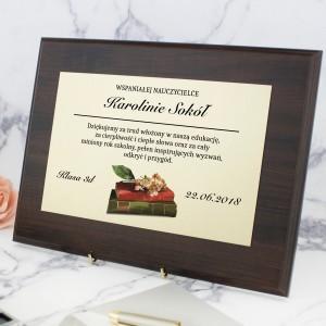 dyplom w drewnie z imieniem na prezent dla wychowawcy na koniec szkoły