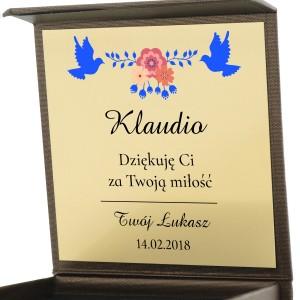 damska biżuteria w pudełku z personalizacją dla dziewczyny