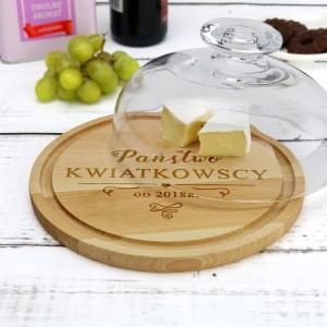 drewniana deska z grawerem na prezent ślubny dla nowożeńców